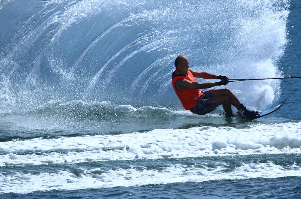 写真:水上スキー
