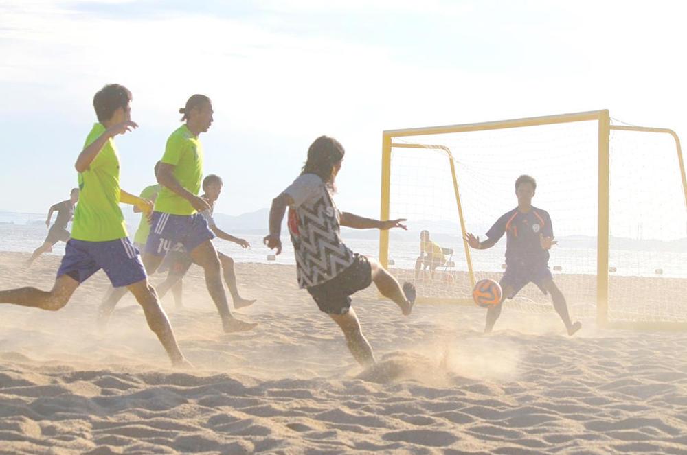 写真:ビーチサッカー