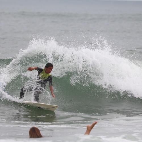 写真:サーフィン